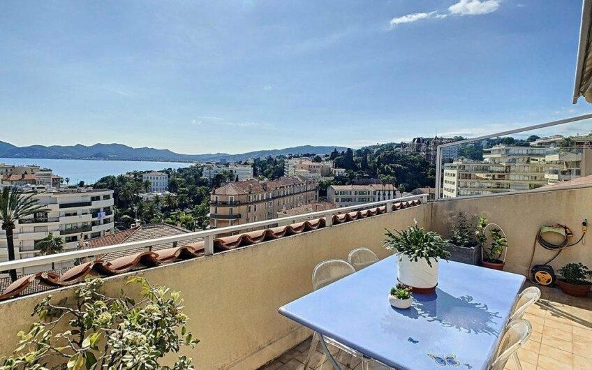 Superb top floor apartment with sea view terrace – Cannes Suquet