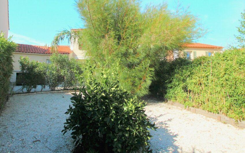 Roquebrune-sur-Argens – Villa, 6 rom med hage + Jacuzzi i et luksuriøst domene