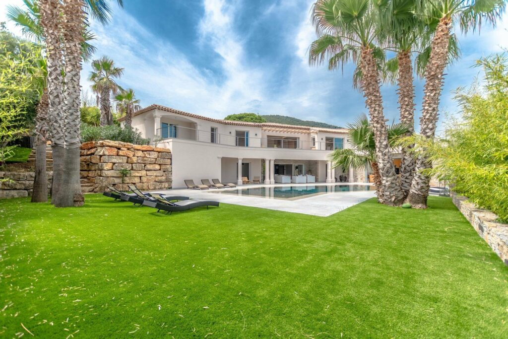 villa with pool for sale in south france