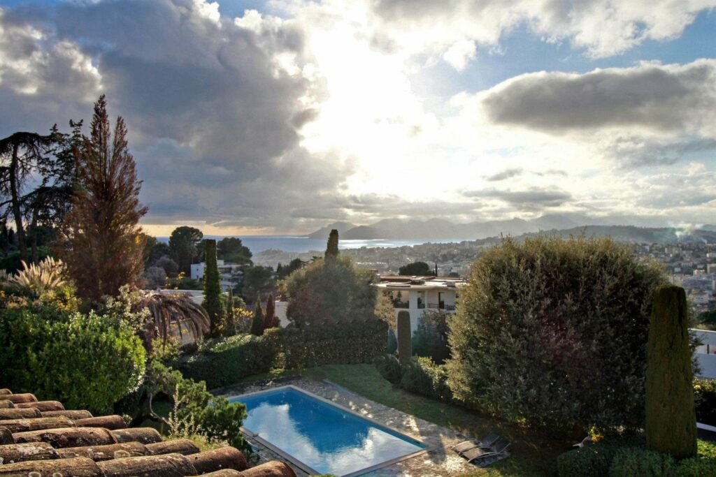 villa with pool garden in cannes for sale