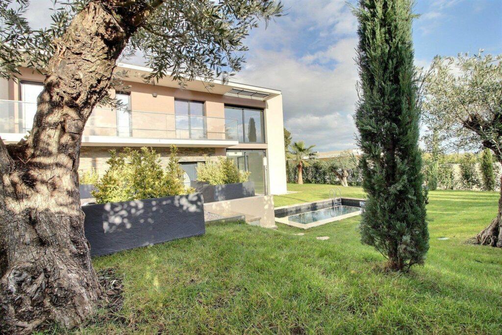 modern villa for sale in antibes