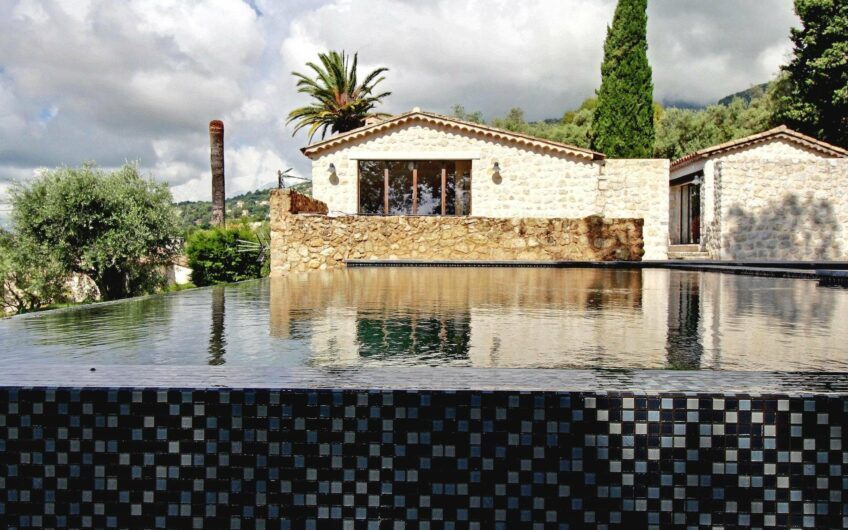 Superbe villa contemporaine en pleine nature, piscine à débordement, Mazet et pool house – Tourrettes-sur-Loup