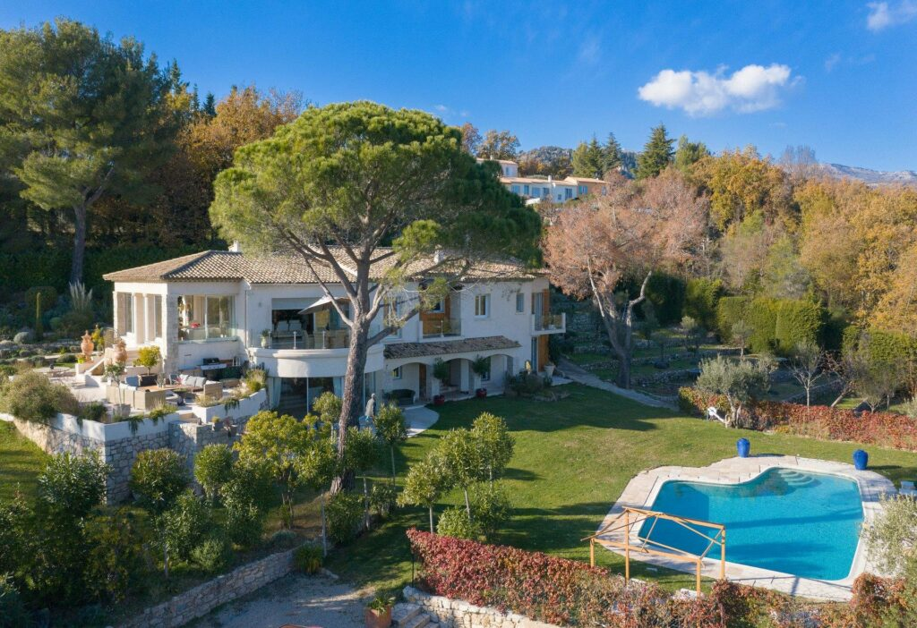 holiday home in grasse south of france with garden and pool
