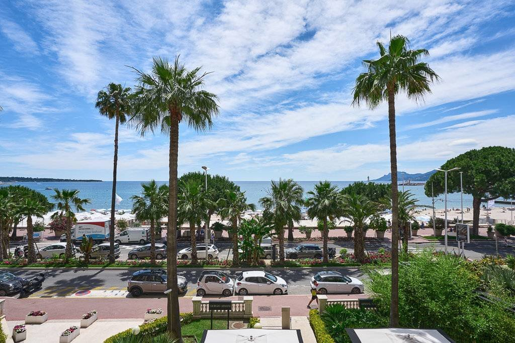 apartment for sale in cannes with sea view