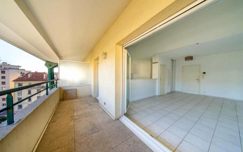 Appartement 3 pièces avec terrasse – Cannes Centre Ville