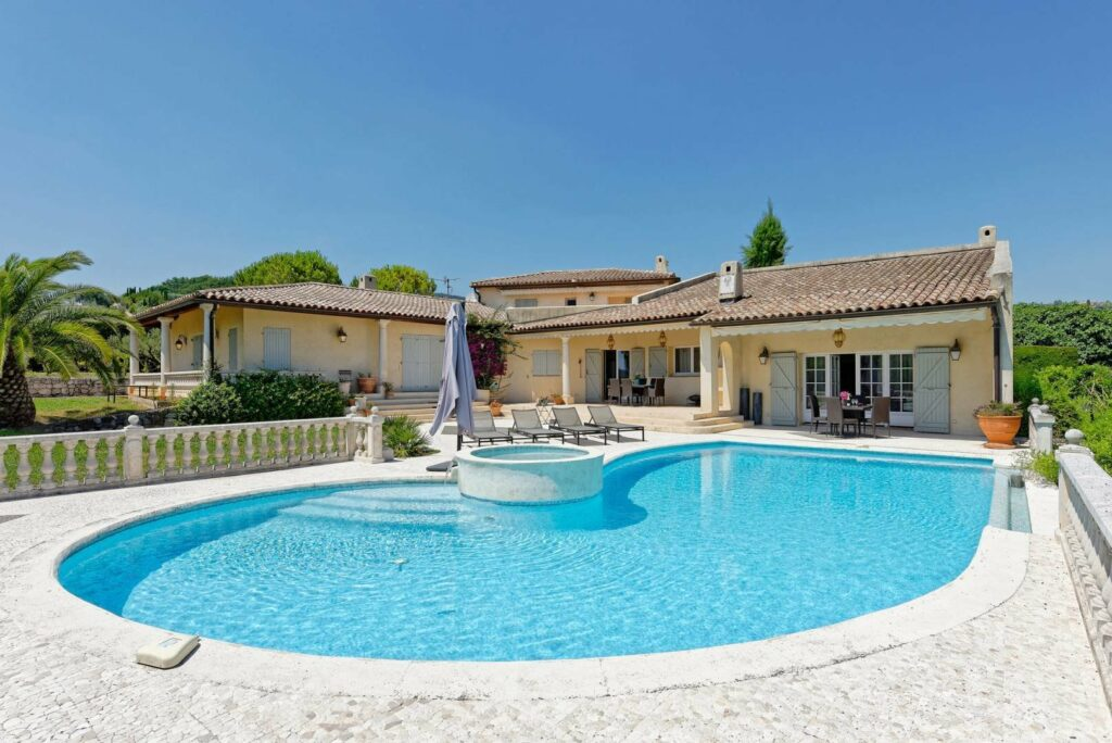 villa with large pool in south france