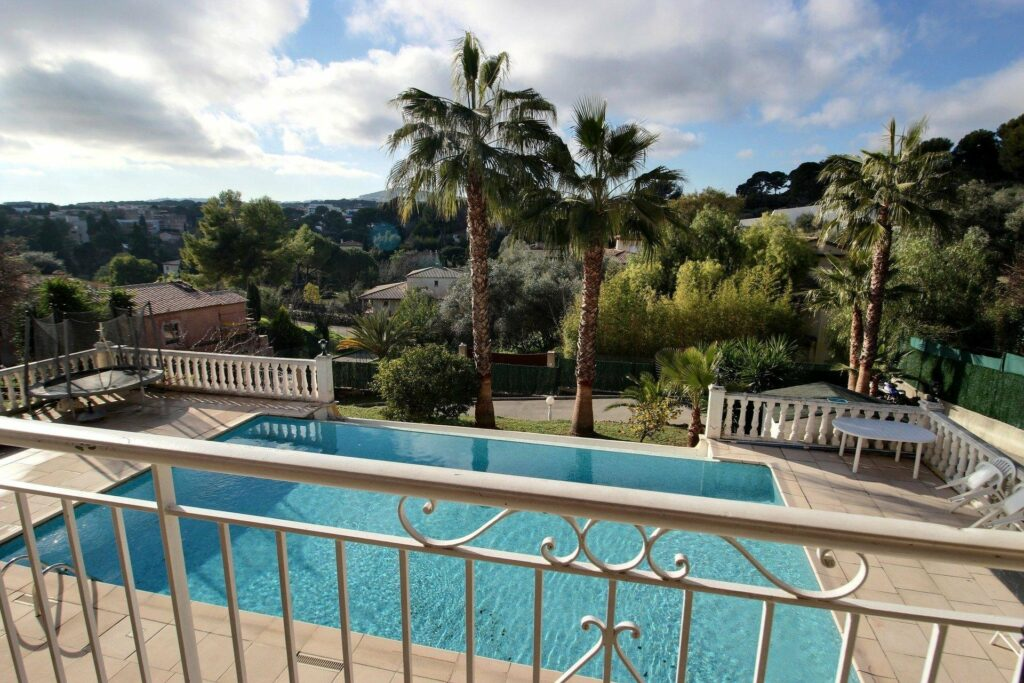 villa in antibes with palm trees and pool for sale