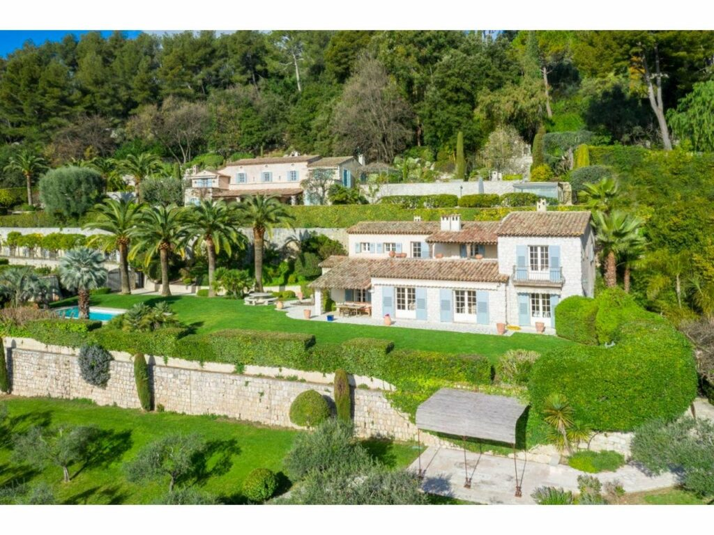 villa in the south of france with large garden
