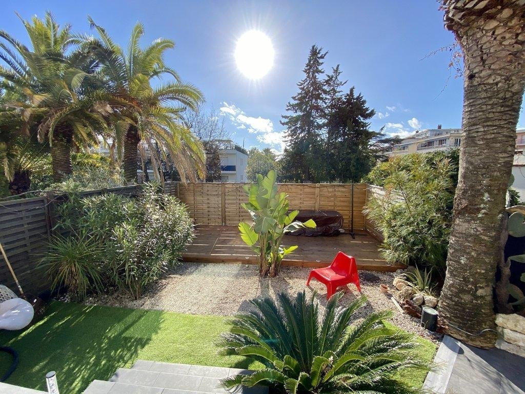 property in cannes with backyard garden