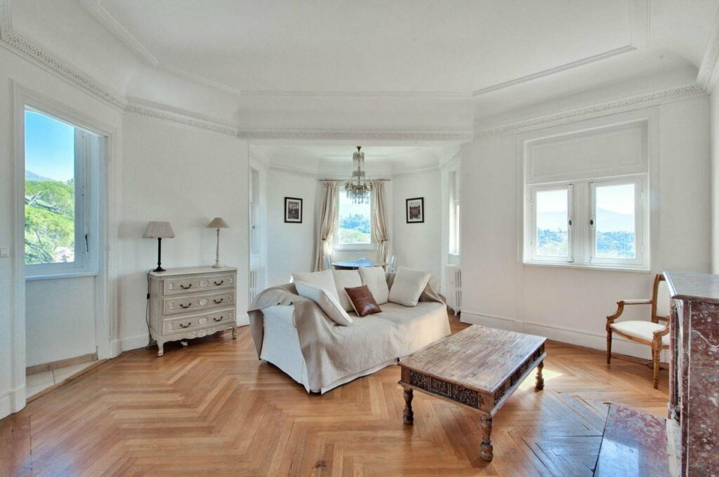 bright apartment for sale in nice