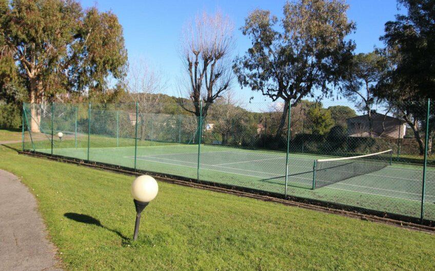 Petite maison dans un beau domaine avec piscine et tennis – Mougins