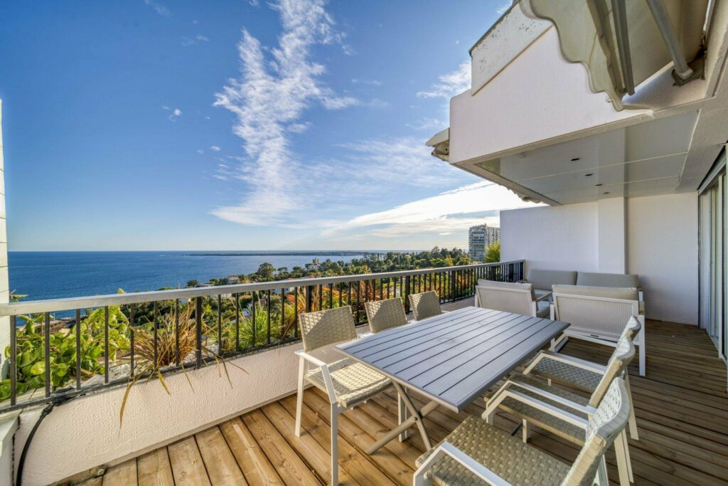 terracce of apartment with a view of sea in cannes