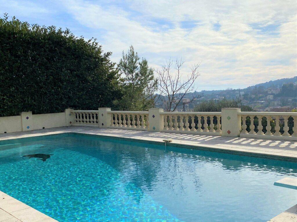 pool of villa for sale in grasse