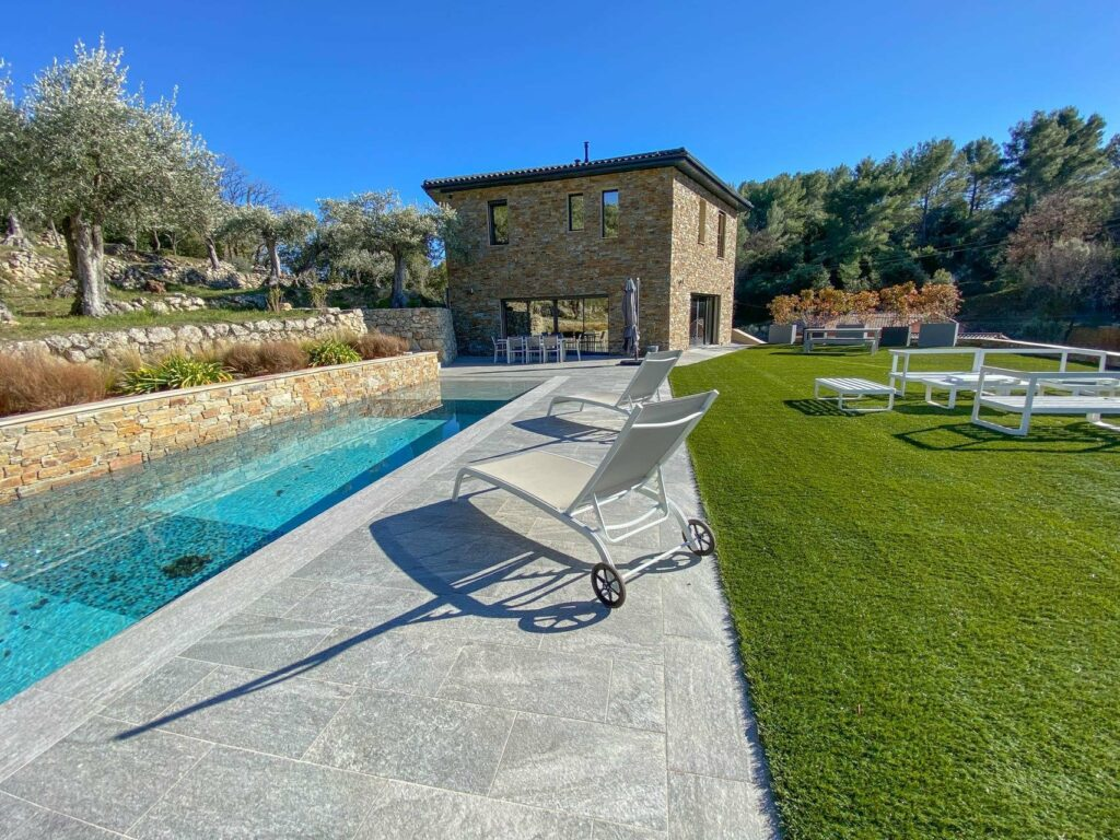 villa with large pool and garden in south france