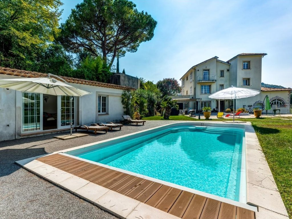 villa with pool and guest house in south france near nice