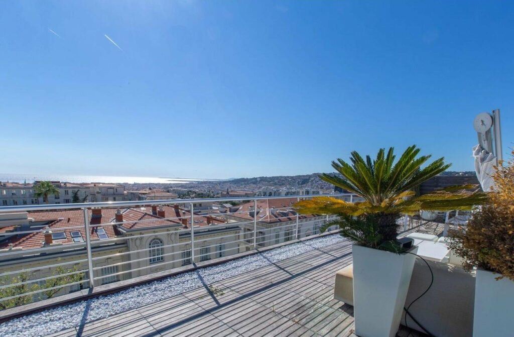 apartment for sale in nice with terrace