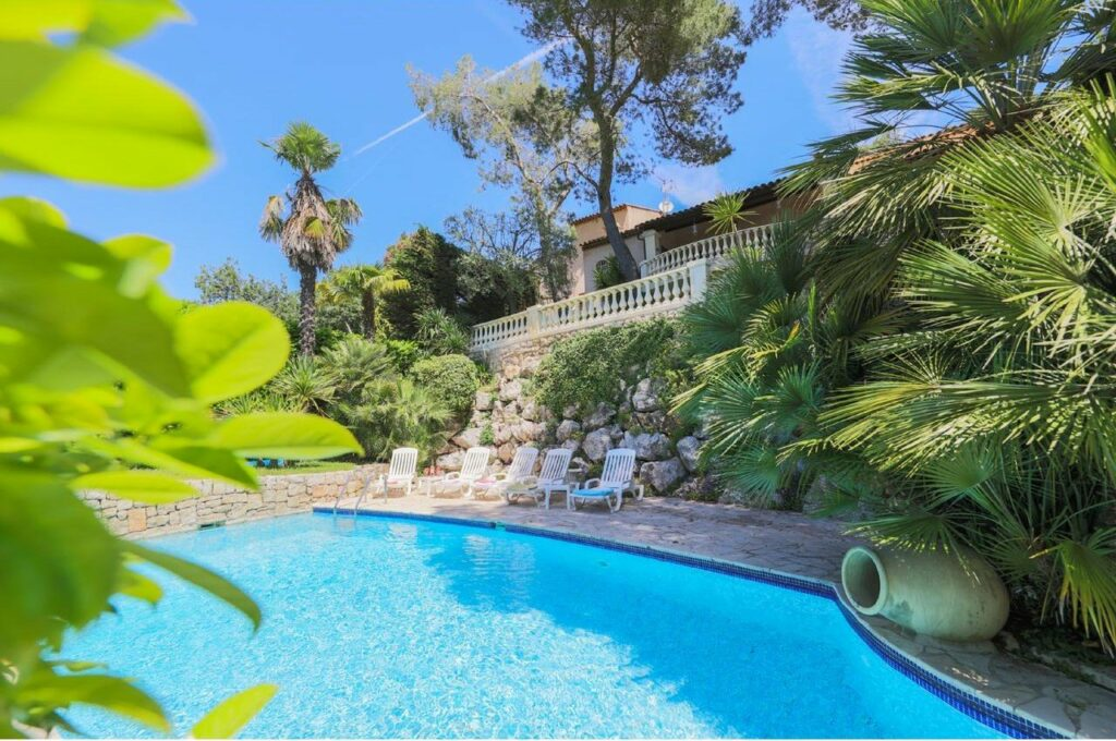 villa with pool for sale in provence