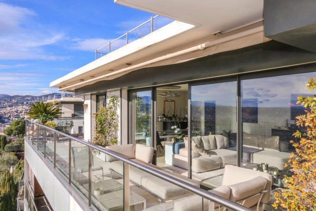 Penthouse with a 80 m² terrace with a panoramic sea view in a luxury residence Nice Mont-Boron