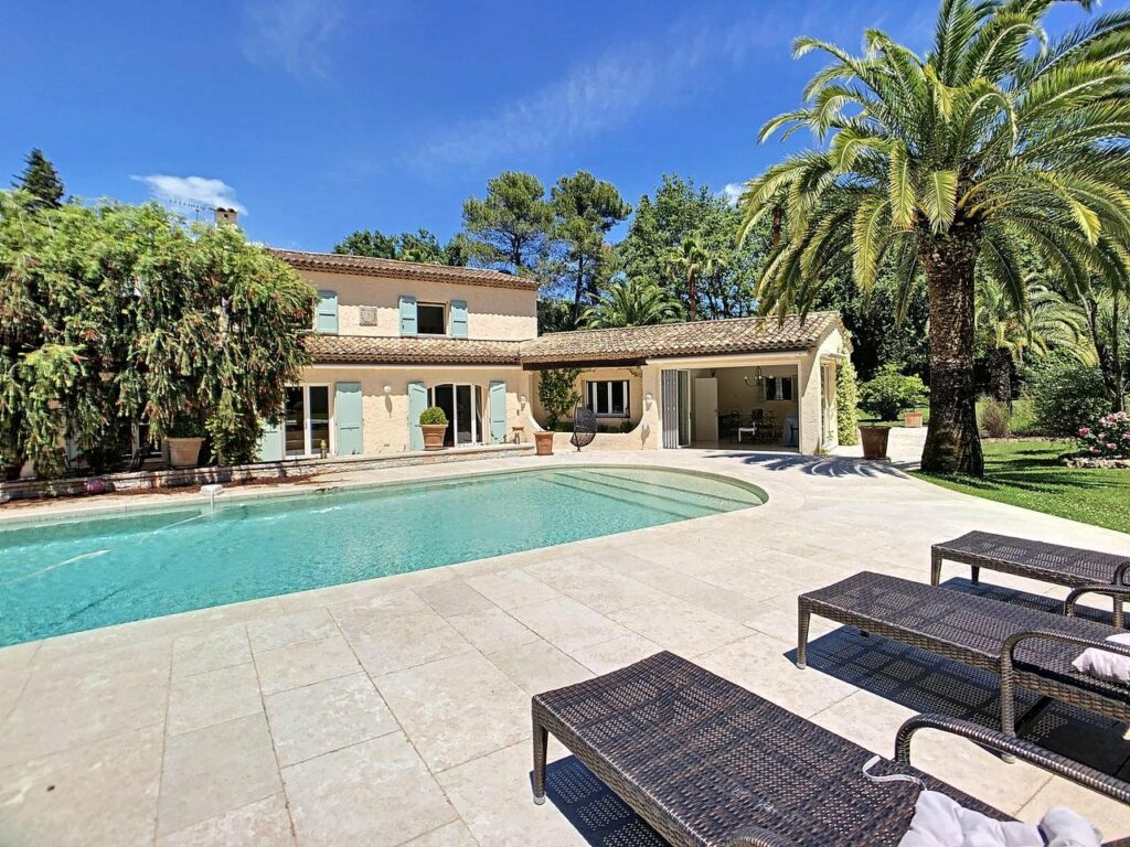 backyard of villa in grasse with pool