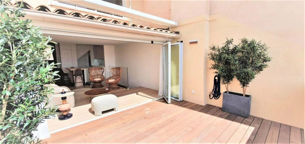 outdoor place of apartment in cannes with wood floors and poted plants
