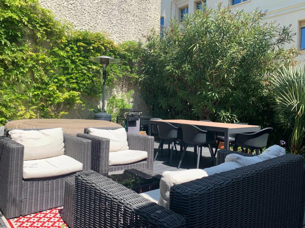 closed backyard with outdoor furniture and plants