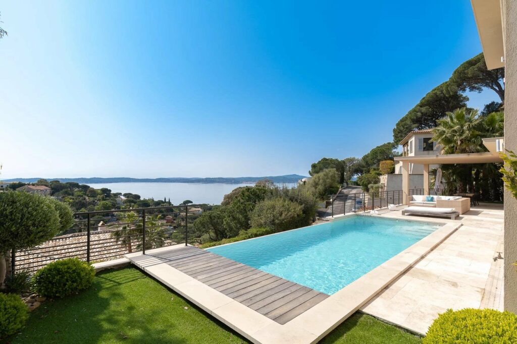 backyard of villa with infinity pool and ocean view in south france