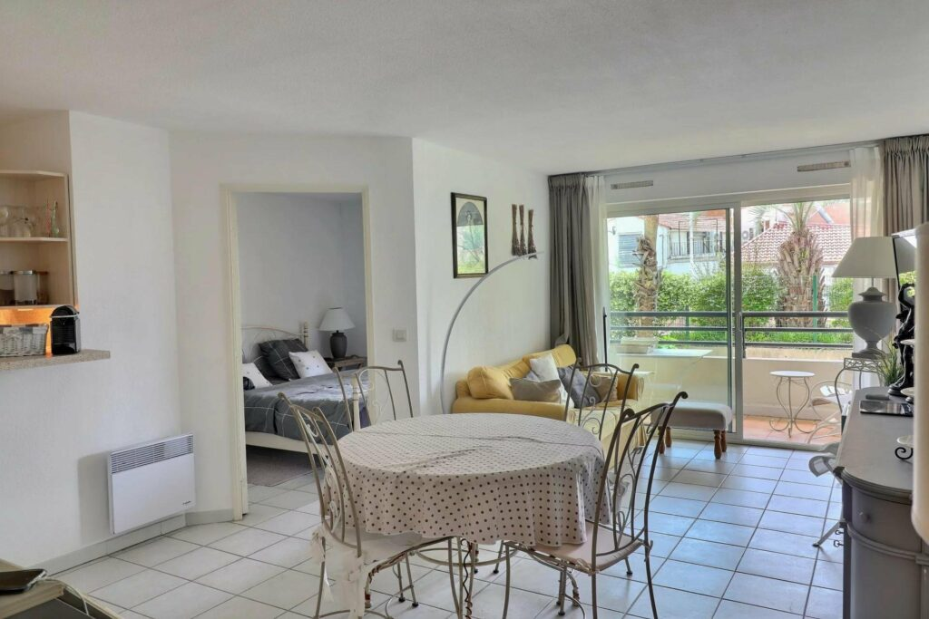 dining room of apartment for sale in saint raphael
