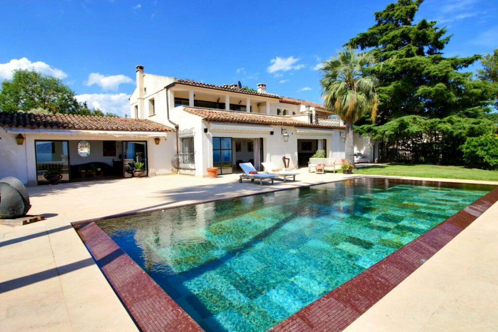 luxury villa in south france with private pool and garden