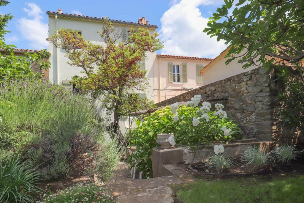 property south france with beautiful garden