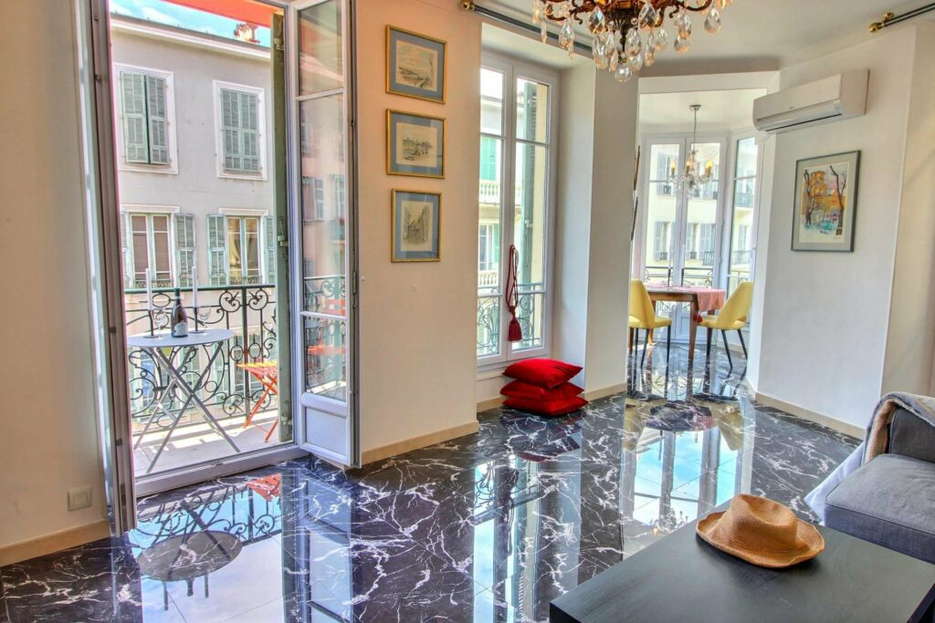 beautiful apartment for sale in nice with marble floors and balcony