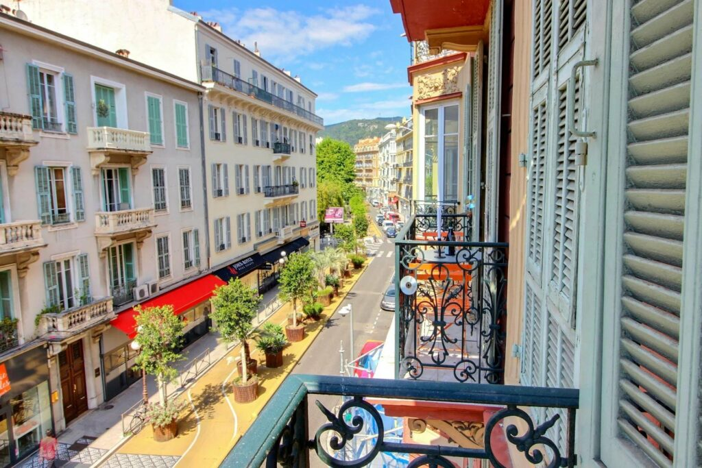 apartment in nice with central street view