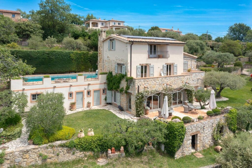 two floor villa with large garden and pool in southern france