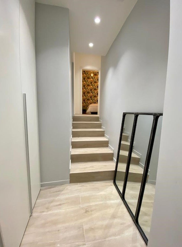 stairs in hallway leading up to 2 bedrooms nice apartment