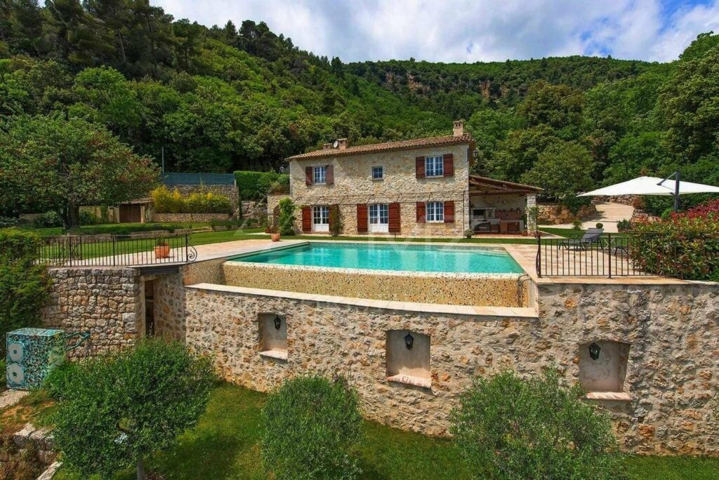stone house in south france with two floors and infinity pool