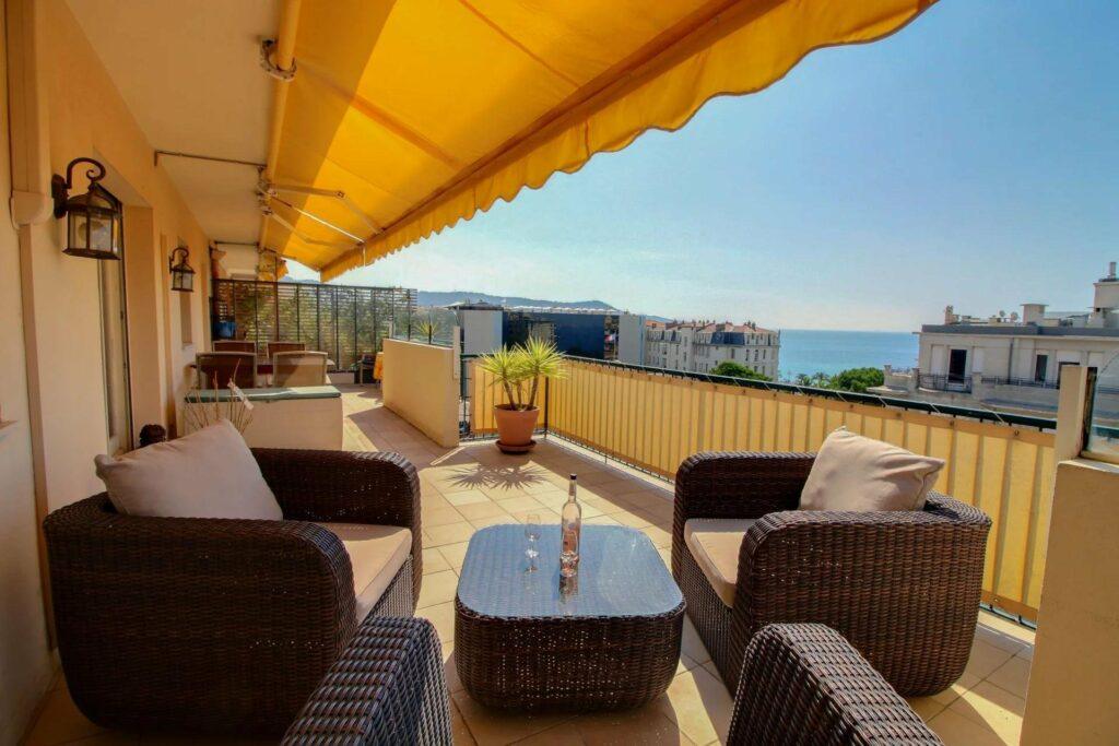 3 bedroom apartment with a terrace with sea view in nice