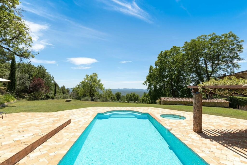 rounded pool with view of the mountains and trees seillans