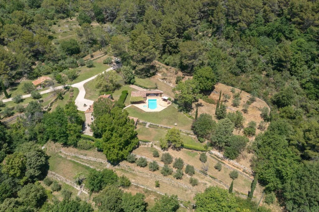 property for sale in seillans with large garden and swimming pool