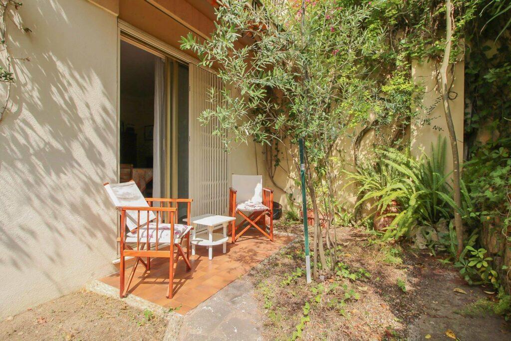 Beautiful 2 room apartment in top location residence with terrace and garden Menton Garavan