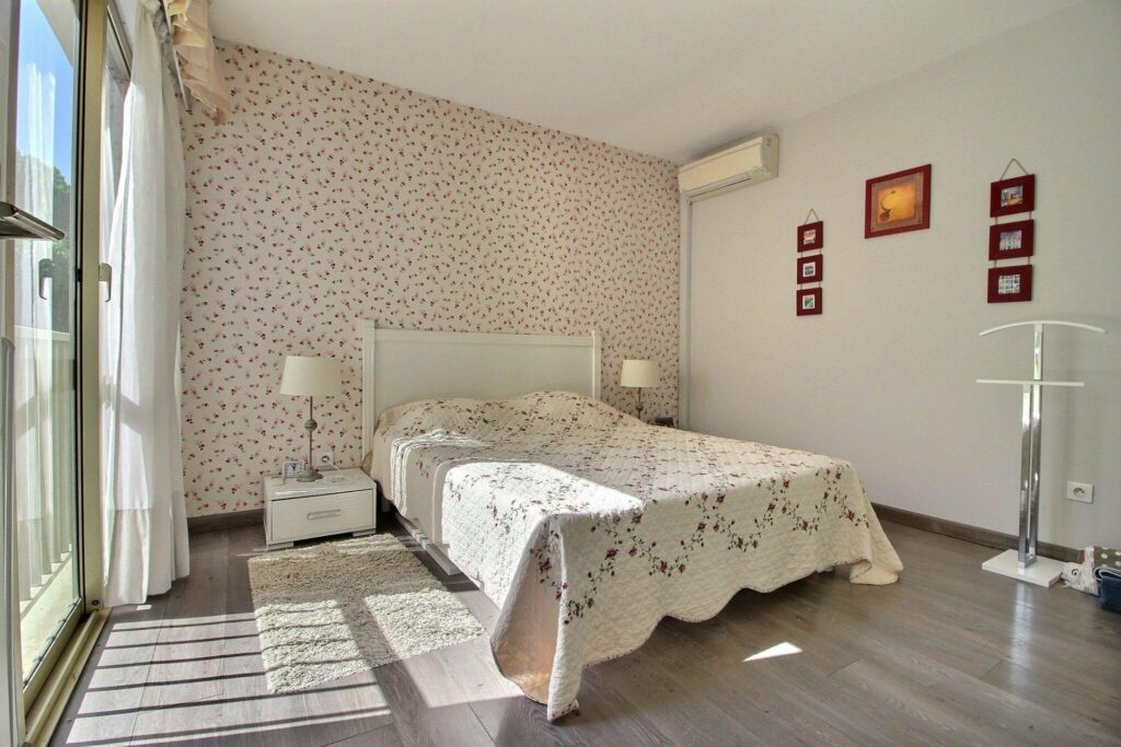 open bedroom with white floral bedding