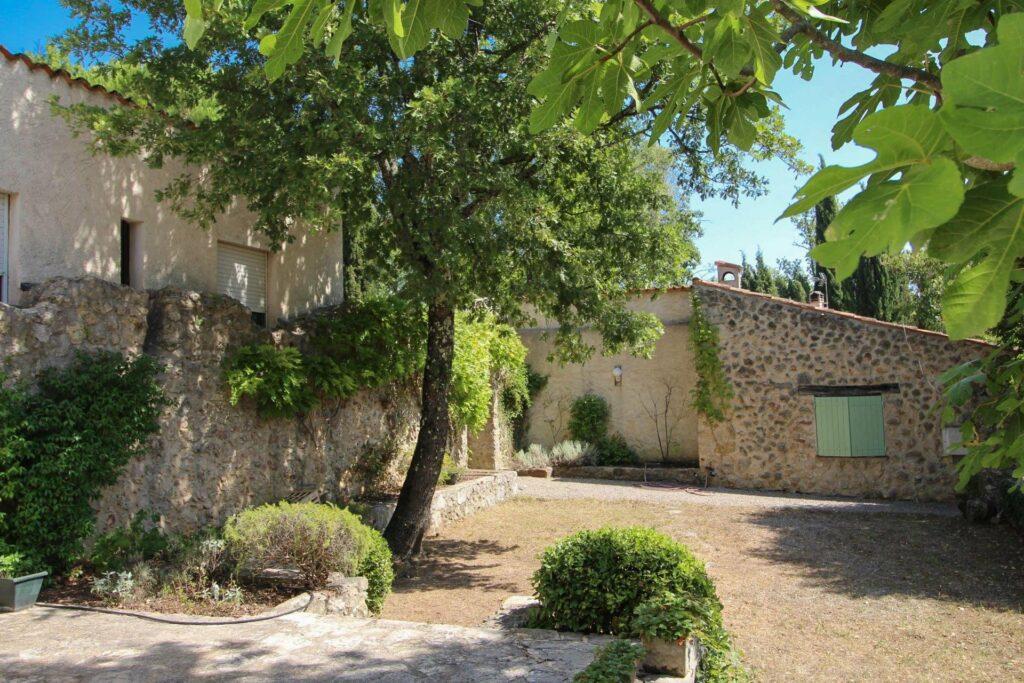 garden of charming house for sale St Paul en Forêt
