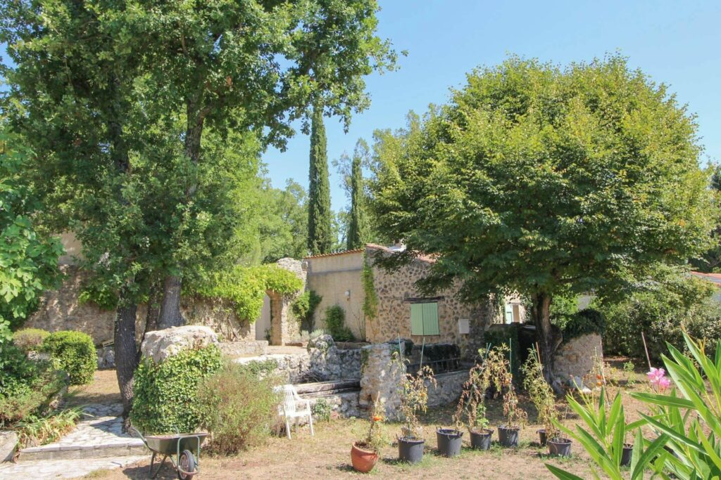exterior of provencal villa in St Paul en Forêt with green trees