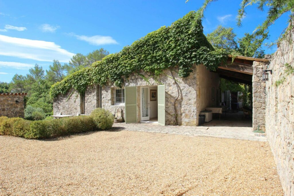 villa in south france with vines growing on roof in south france