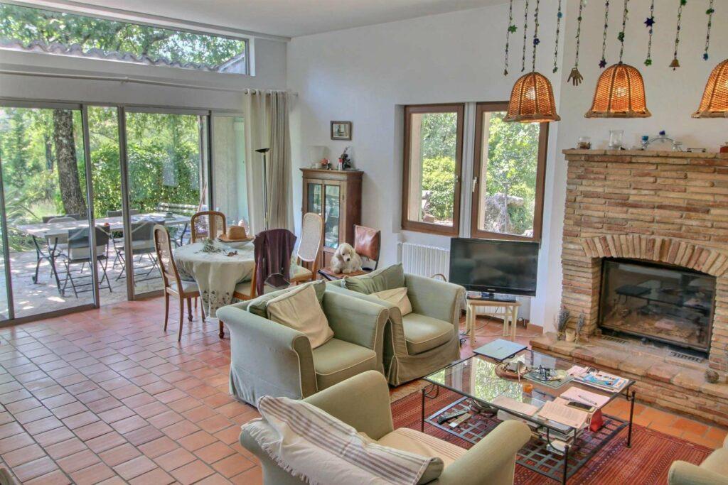 living room of villa in St Paul en Forêt