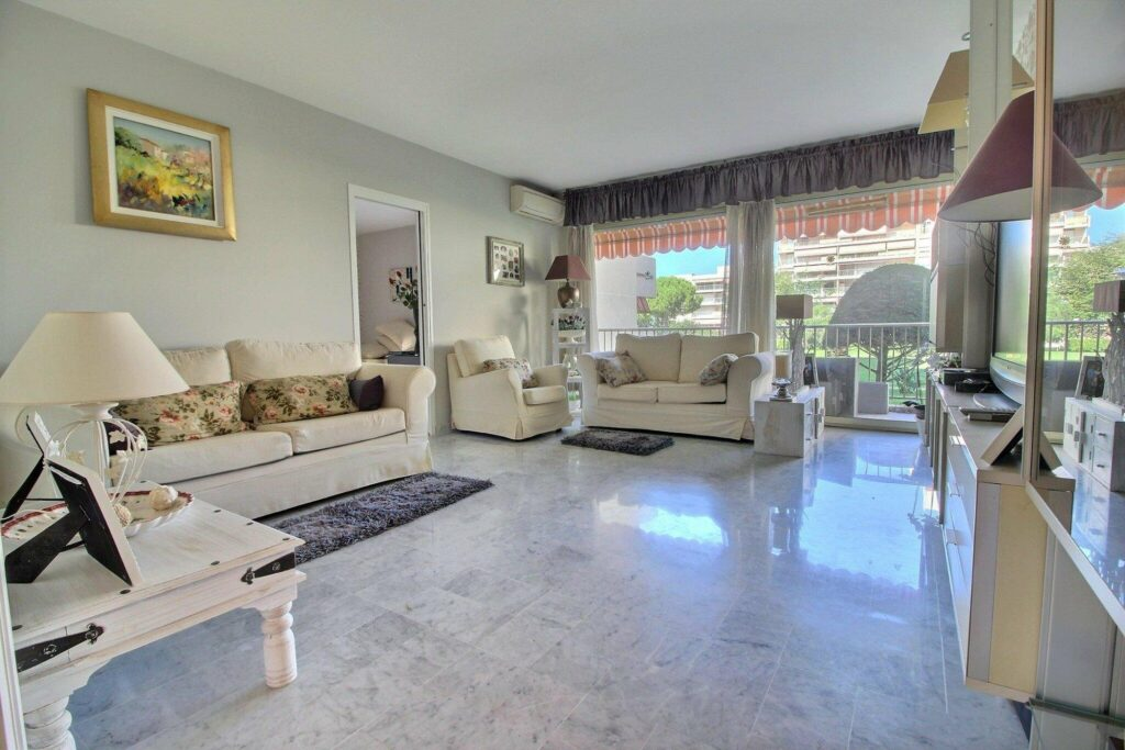 Apartment with tennis court and swimming pool Juan les Pins