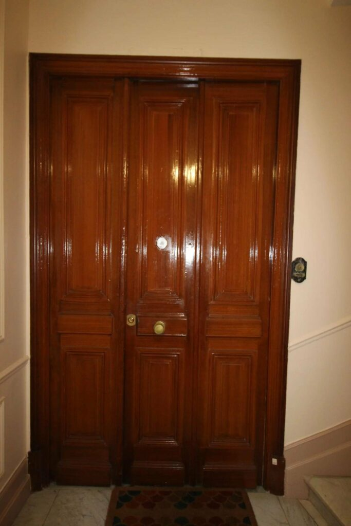 entrance of apartment in nice promenade des anglais