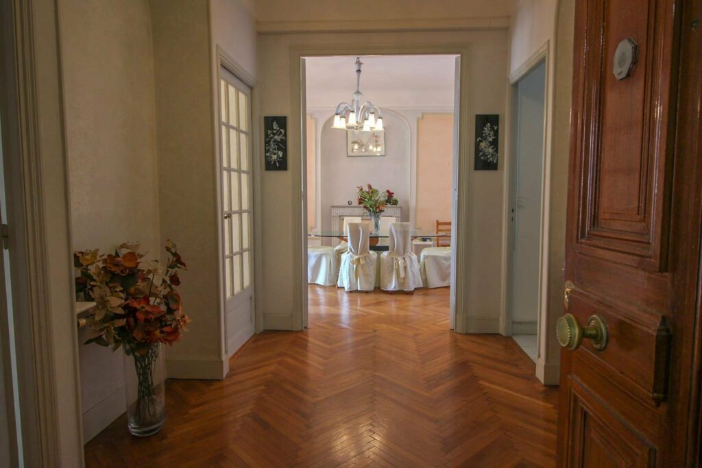 Bourgeois 3-bedroom apartment with a glimpse of the sea Nice Promenade des Anglais
