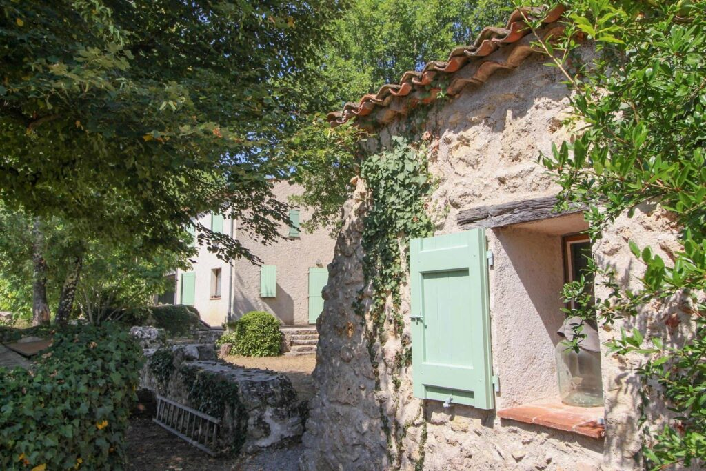 backyard of Charming 4 bedroom house for sale St Paul en Forêt
