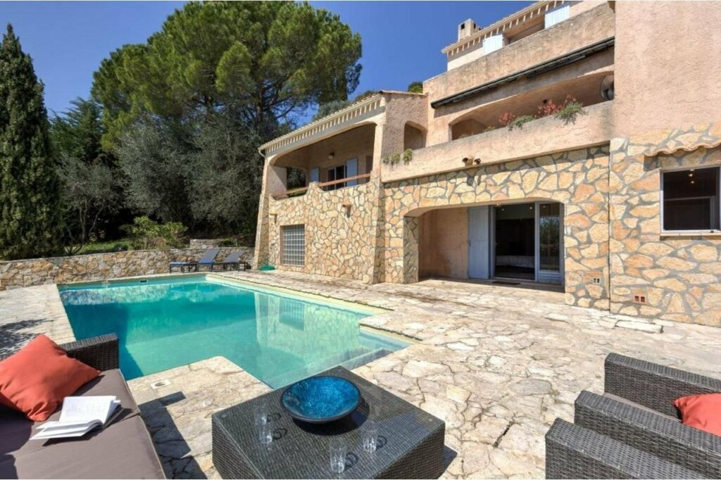 backyard of villa in grasse with swimming pool