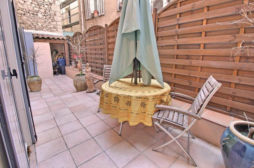 apartment in cannes central with balcony