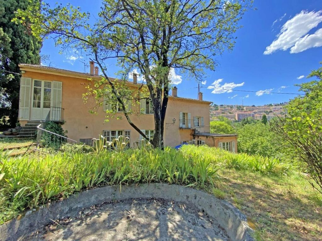 Provencal property in the city centre Grasse